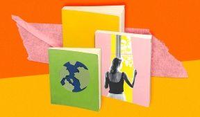 На фото показаны три книги