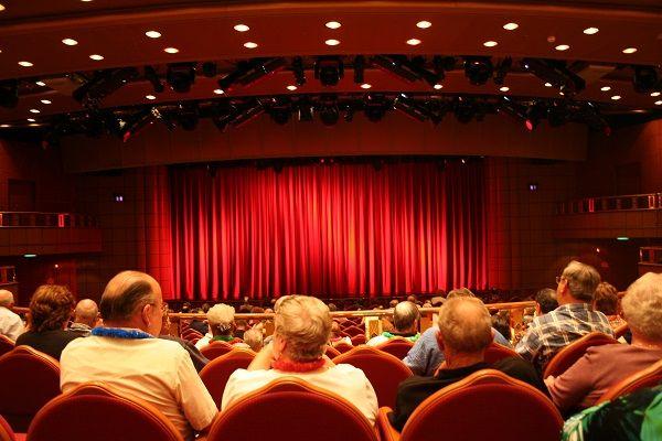 А вы любите театр?