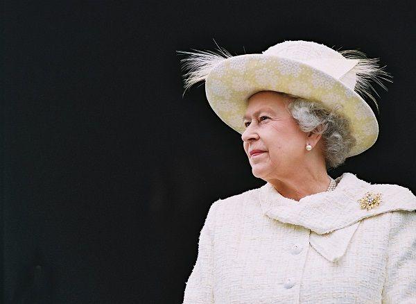 «Виндзор, Елизавета Виндзор»: Ее Величество королева Англии