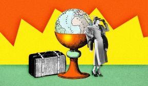 На фото изображена девушка смотрящая в бинокль, изображен чемодан